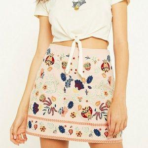 URBAN OUTFITTERS folk-art floral pink mini skirt L